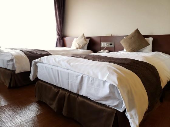 セミダブルのベッドを2台ご用意しております