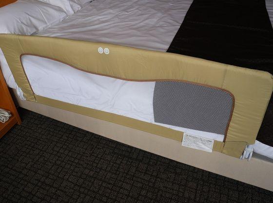 ベッドで添い寝の時はベッドガードを取り付けできます