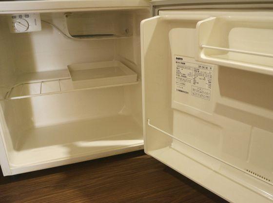 お部屋の冷蔵庫は空なので、ご持参の飲み物なども保管できます
