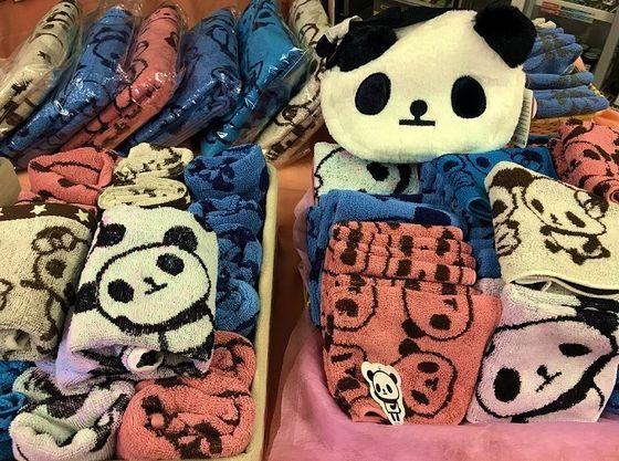 売店ではお子さまにも人気のパンダ商品もたくさん!