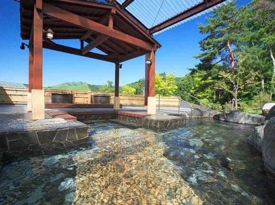 四季の風景を楽しむことができる大露天風呂