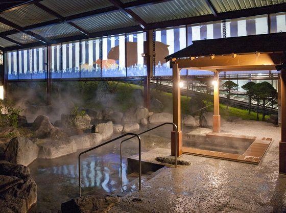 大露天風呂に浸かりながら楽しめるプロジェクションマッピング