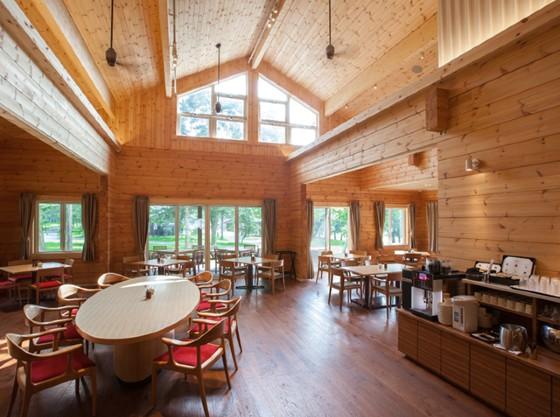 センターハウスでは、ドリンク、軽食などを営業時間内にご利用になれます。