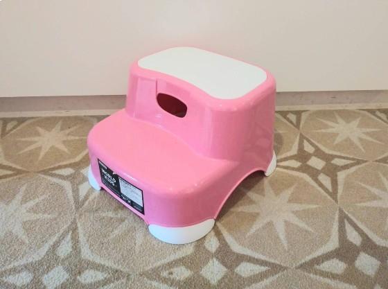 全室に洗面台用の踏み台をご用意しております。
