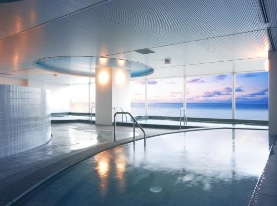 宿泊者専用の展望大浴場(無料)足をのばしてゆったりバスタイム