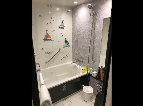 広い洗い場付き、パパも足を延ばせるバスタブ、3段切り替えシャワー