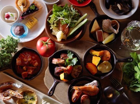 アウトドアをイメージしたお料理は香りも楽しみのひとつ