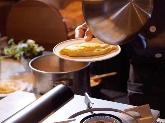朝食に焼き立てオムレツはいかがでしょう?