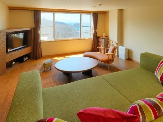 二段ベッドと大型ソファが楽しいファミリーフォース