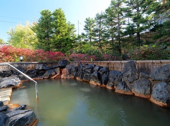 露天風呂は源泉かけ流しのお湯を楽しめます