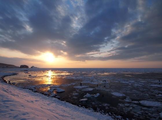 厳冬期は流氷が織りなす幻想的な景色の中遊べます