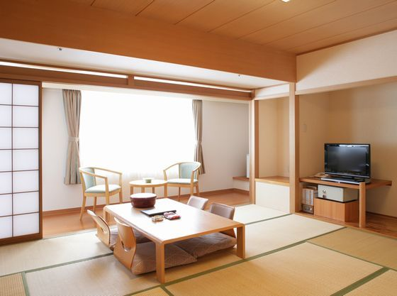 本館和室は小さな赤ちゃんでも安心できる段差の少ない作りとなっております。