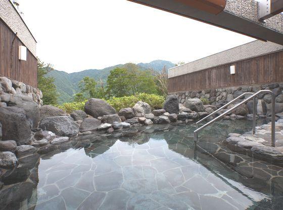 露天風呂からは立山の自然を感じることができます