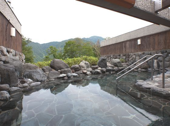 露天風呂からは立山の大自然を楽しめます