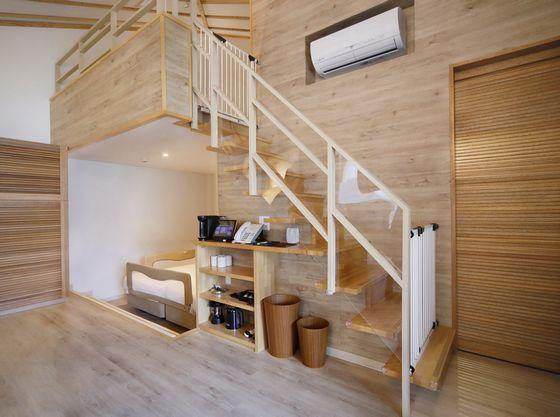 ロフトは階段には柵とアクリル板を設置