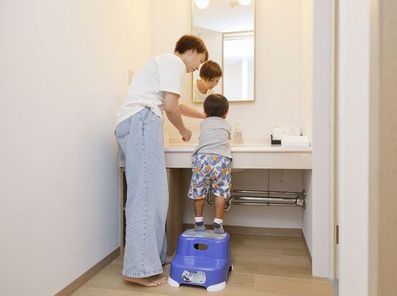洗面所には踏み台をご用意
