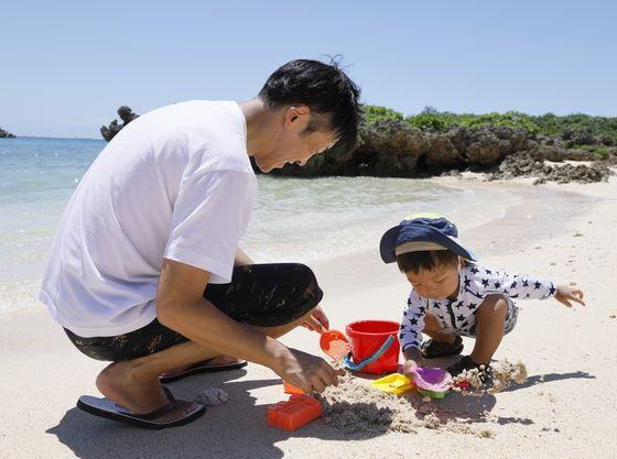 小さな入江でお砂遊びもできます