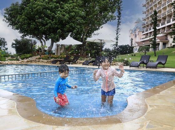 お子様でも楽しく遊べるプール
