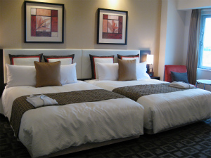 ホテルの室料はルームチャージが基本