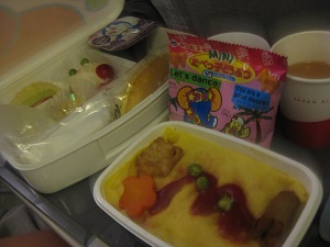 海外旅行の赤ちゃん・子連れの食事。ベビーフードやおやつ、ミルクは日本から持参