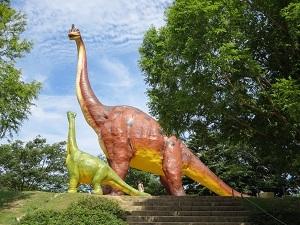 珍しい動物への餌やりや実物大恐竜模型も必見!~のんほいパーク