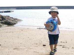 赤ちゃんの海デビュー!砂遊びや生き物の観察もおススメ