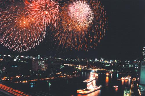 琵琶湖で泳ぐ?水の街大阪で花火大会も。夏の旅育【関西編】