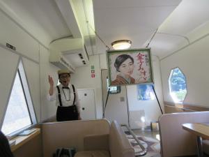 日本海をのんびり眺める観光列車。金子みすずの世界を親子で満喫