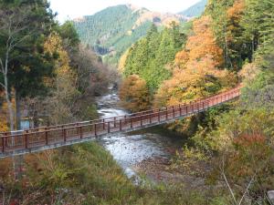 ワイルドな冒険ができる鍾乳洞も。手軽にアウトドアも楽しめる「秋川渓谷」(東京都)